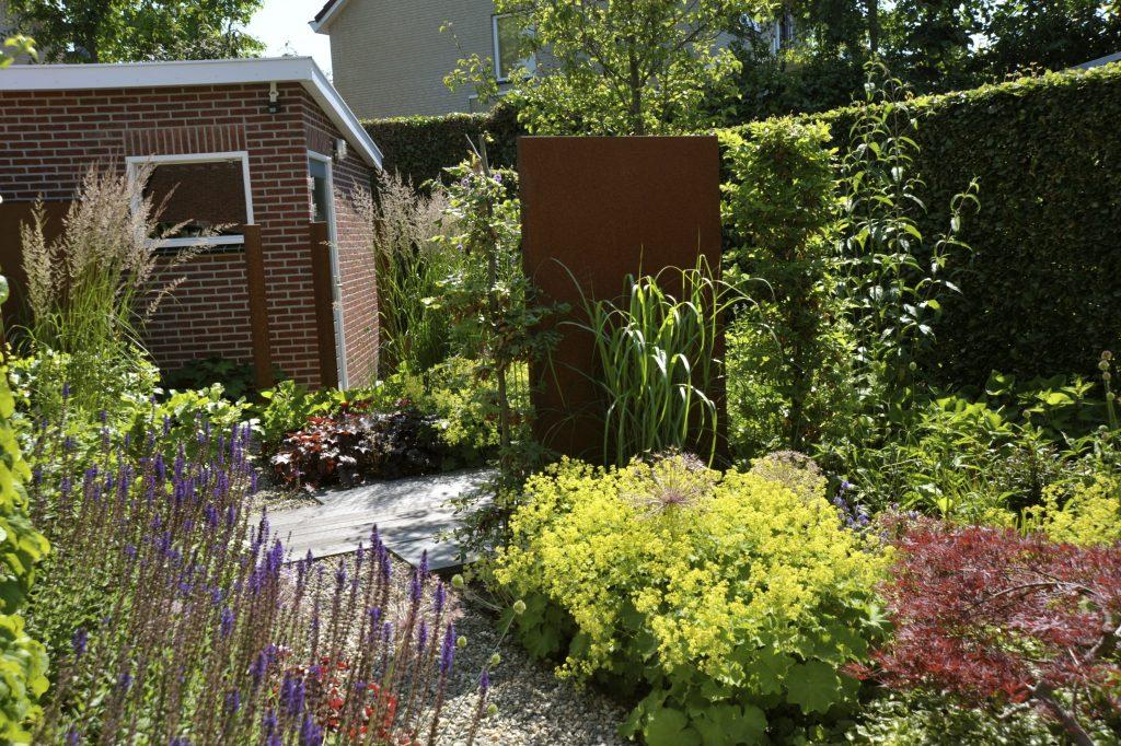 Voorkeur Smalle Tuin Ideeen. Cheap Een Witte Schutting En Groenstrook Geeft &DD54